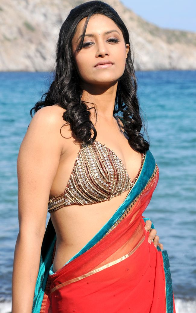 Mamta mohandas too hot in saree