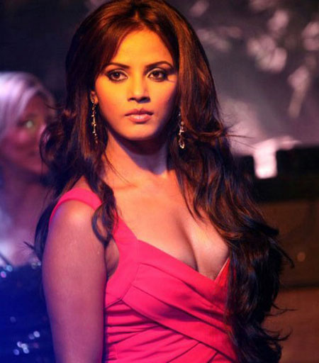 Neetu chandra hot cleavage show