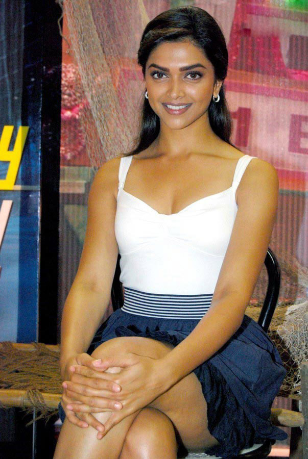 Deepika padukone hot bikini photos in cocktail movie