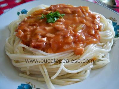 Articole culinare : Spaghete cu sos de rosii