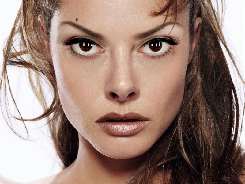natalie portman eyes. Natalie Portman. 2. Emma Stone