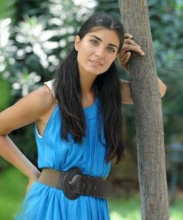 الممثله التركيه لميس ترتدي الحجاب