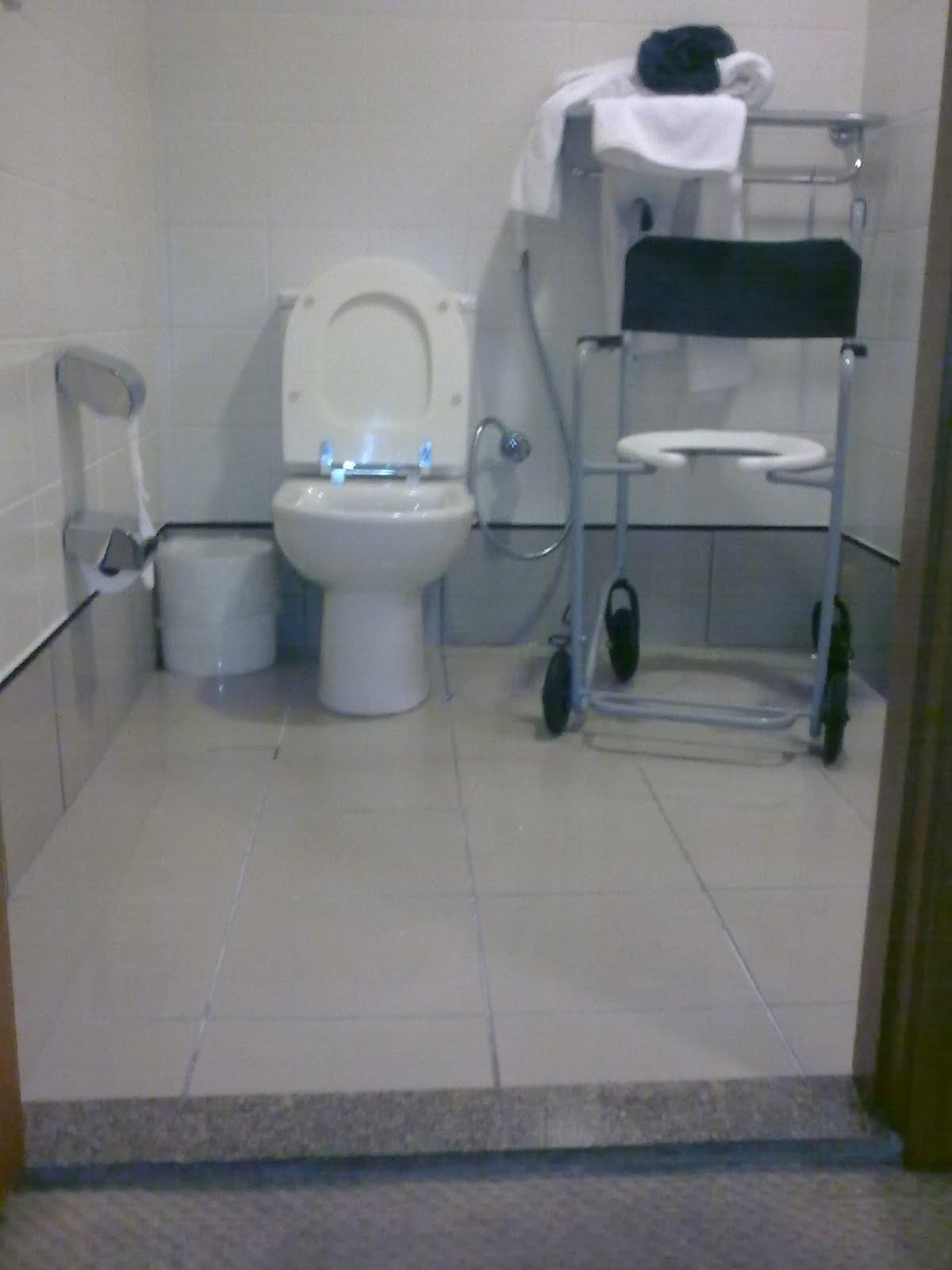 Postado por Alessandro Fernandes às 19:18 #596772 1200x1600 Banheiro Banho Cadeirante
