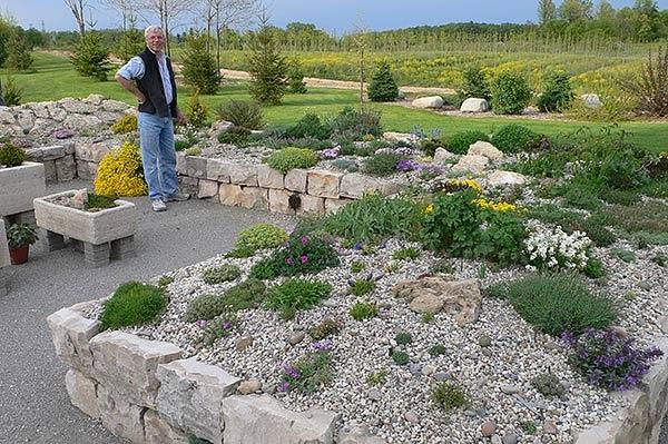 Country gardener rock gardening anyone - Considerations small rock garden ...