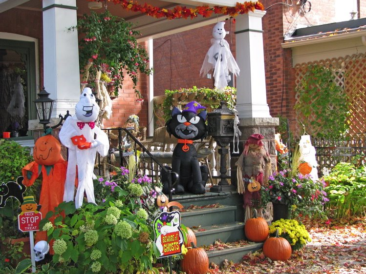 [1+Halloween+Ruby+Tues+750+1]