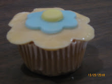 CUPCAKE CON FLOR DE FONDANT