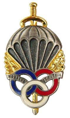 Le brevet prémilitaire parachutiste que 441.000 jeunes françaises et françaises ont mérité. Insigne_de_la_PM_Para