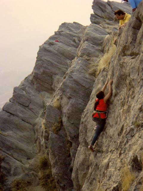 MUKTESHWAR & NAINITAAL: Mountain Climbing @ Chauli ki Jaali, Muktesahwar