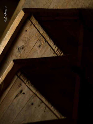 Posted by Ripple (VJ) : My Homoetown : Hamirpur, Himachal Pradesh : Wooden stairs in an old house...