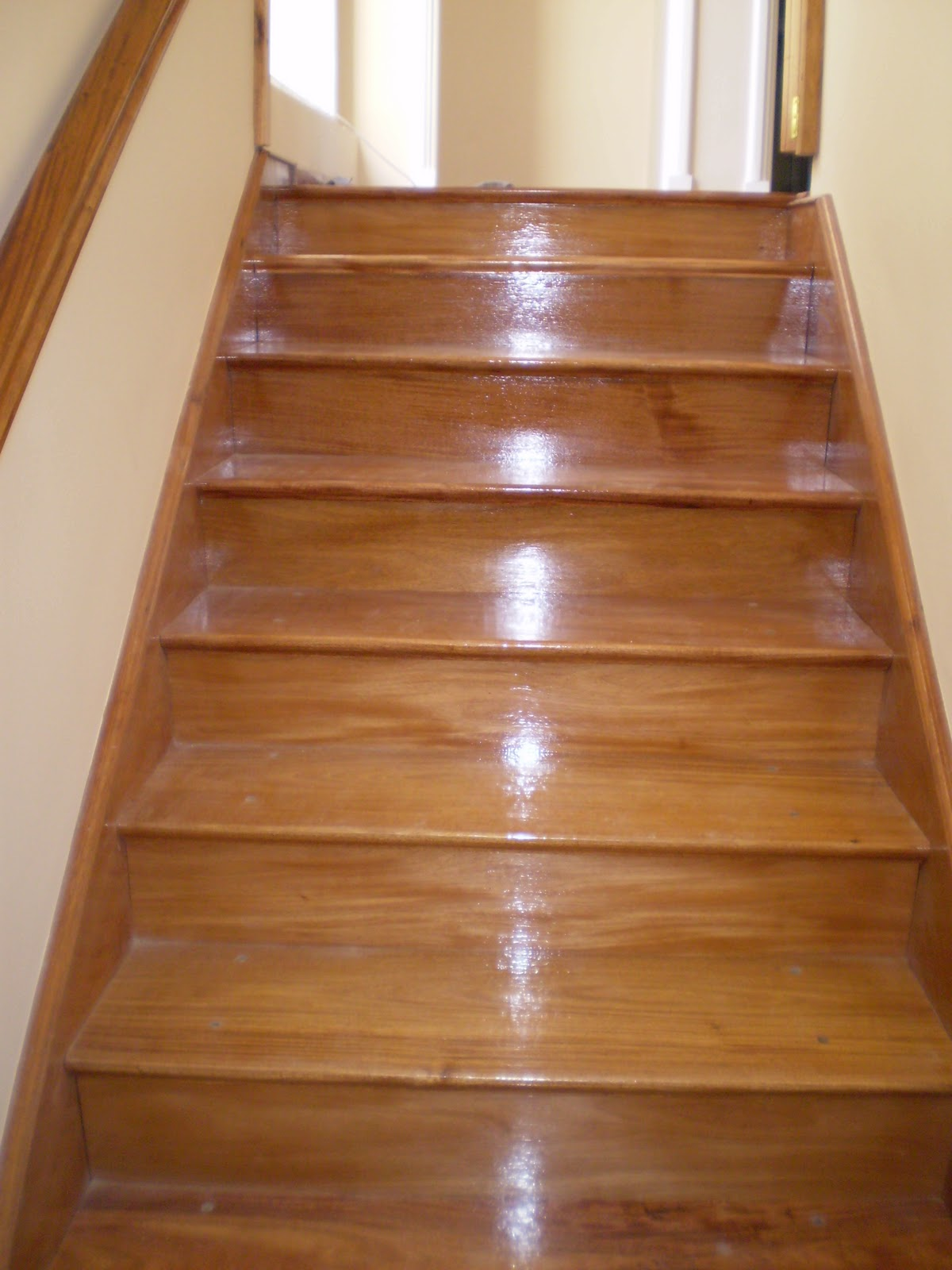 Todo en madera diferentes tipos de escaleras for Escaleras de material