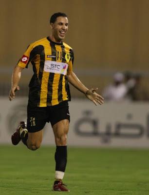 Hicham aboucharouane a signe pour le raja de Casablanca après des