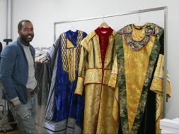 Reyes Magos estrenan trajes creados por diseñador dominicano.