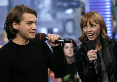 Photos of Christina Ricci with Emile Hirsch at MTV TRL on 5th May 2008. (2nd Photos)