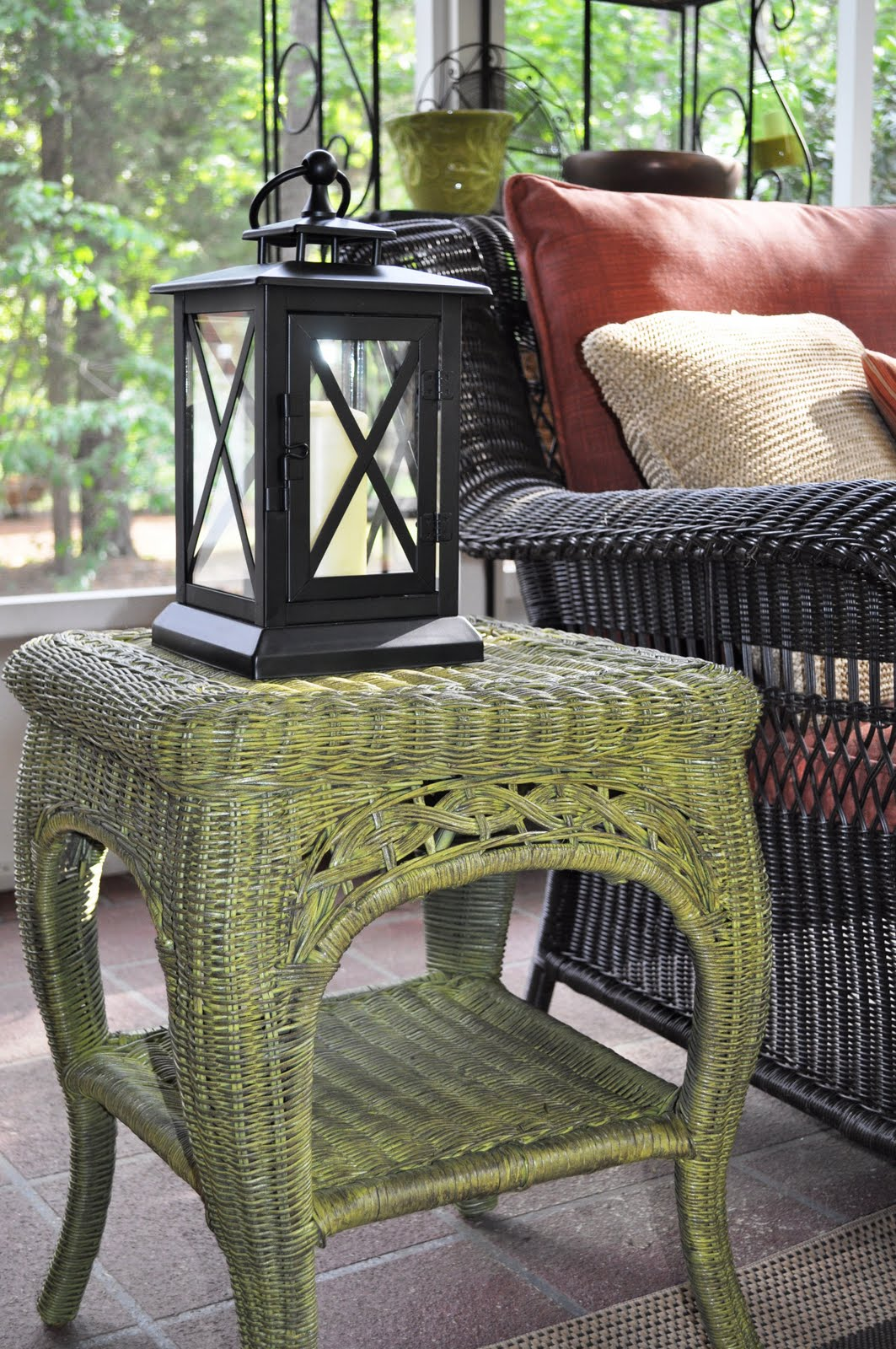 Remodelaholic fabulous finish wicker table revamped - Wicker furniture paint colors ...