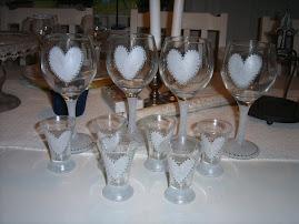 Glas med vita hjärtan
