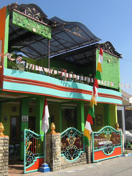 Rumah Pak Edy - Bu RT (A-8)