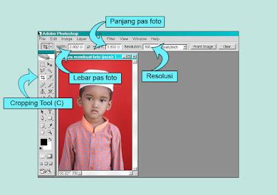 lakukan cropping caranya klik salah satu pojok foto drag atau