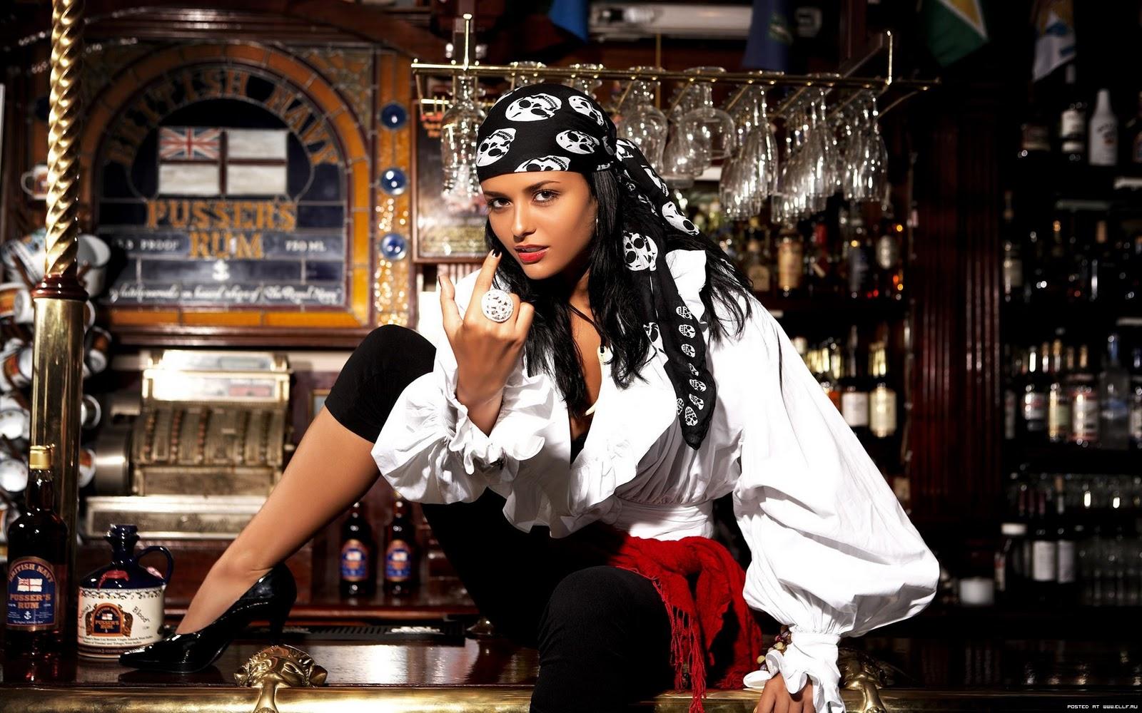 http://3.bp.blogspot.com/_Y5-4Z4aPcOI/TTSq57-vbRI/AAAAAAAAALE/iRiRcbBwijk/s1600/Sexy+Girl+Pirates+Wallpaper+.jpg