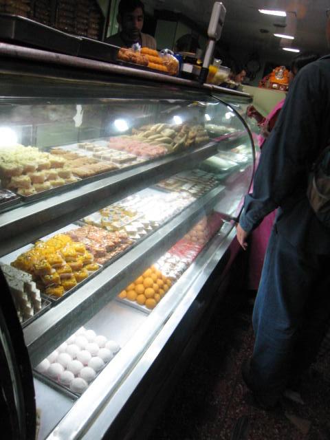 ネパールのお菓子屋さん