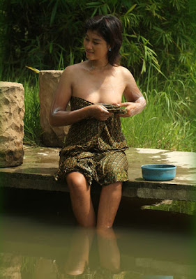 Indonesian Girl Bathe Public