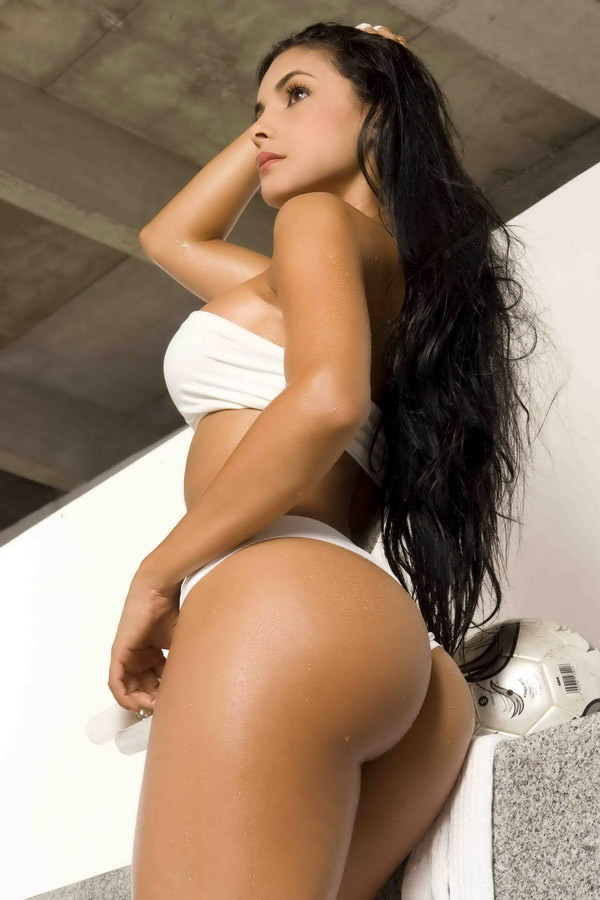 image Goldeneye big boobs ebony babe strip dance