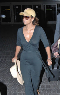 halle berry: halle berry thong, celebrity see thru, celebrity thong, exposed thong