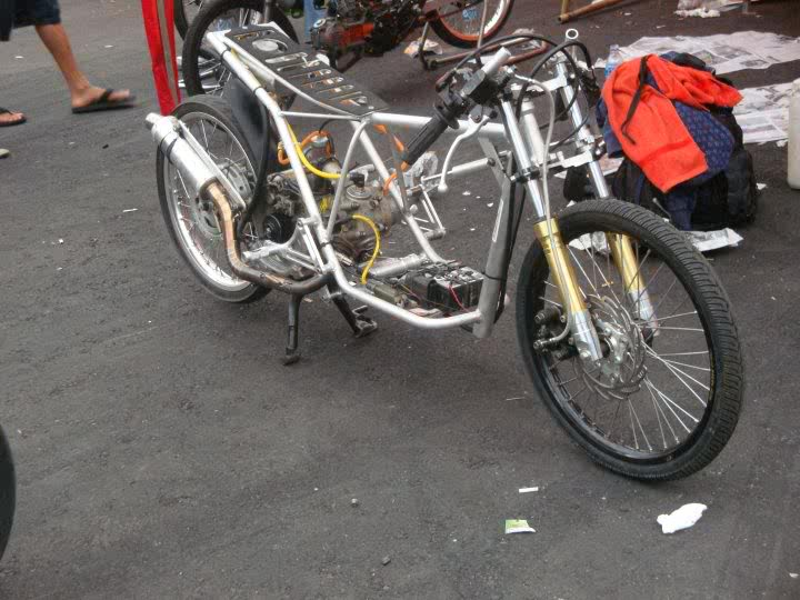 Balap Motor Drag Bikes Matic di Indonesia title=