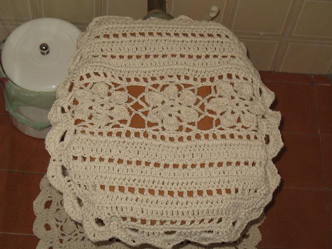 """Jogo de Banheiro """"CRU"""" feito em Crochê... (""""Tampa de Vaso"""")..."""