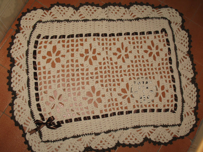 """Jogo de Banheiro feito em Crochê... (""""Tapete de Pia"""")..."""