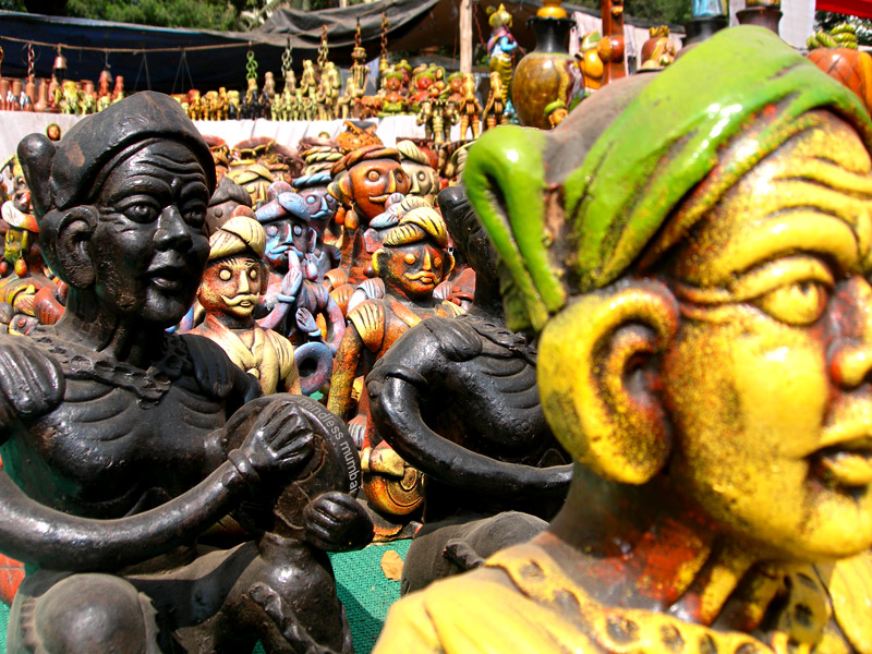 wooden handicrafts statuettes in mumbai by kunal bhatia