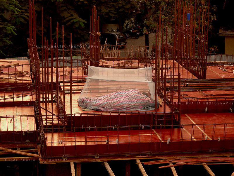 construction workers labourers sleeping in mumbai homeless by kunal bhatia