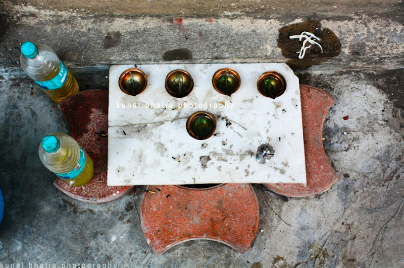 road side shrine in mumbai on footpath religion by kunal bhatia photo blog