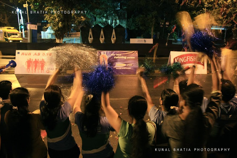 cheer leaders mumbai marathon night dawn street india photo blog photographer kunal bhatia