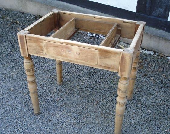 small treasures neuer tisch vorher nachher. Black Bedroom Furniture Sets. Home Design Ideas