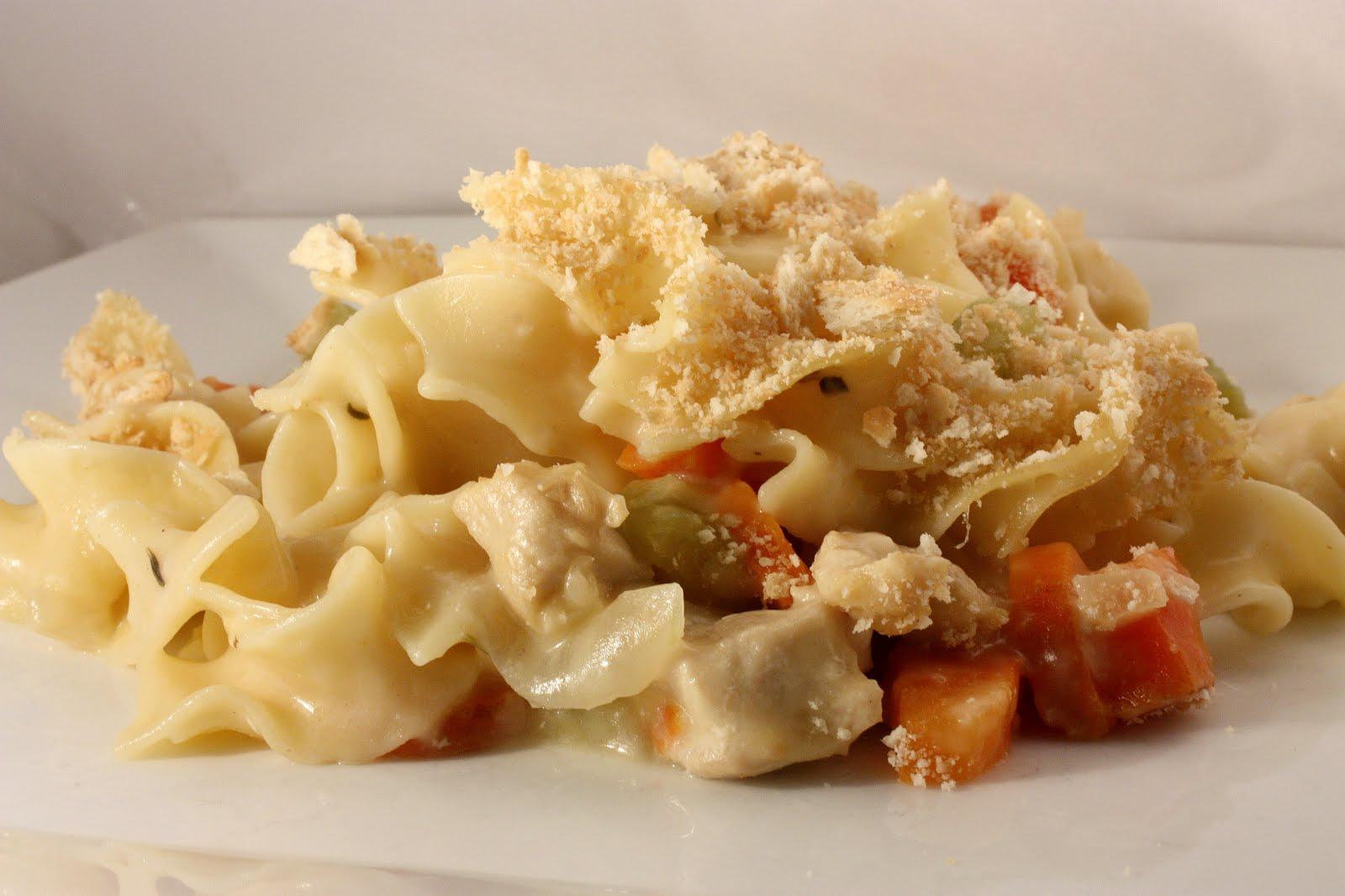 Le Petit Pierogi: Chicken Noodle Casserole