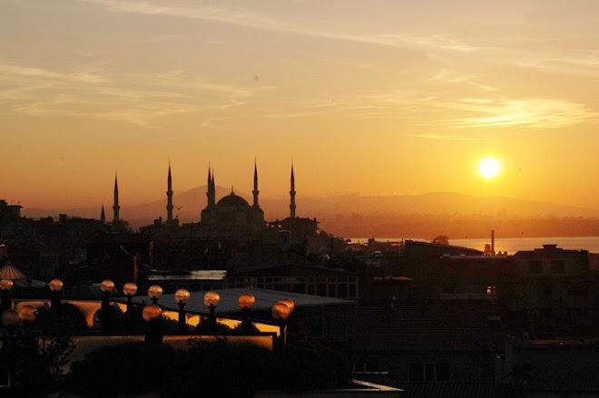 Crepúsculo vespertino en Istambul. Turquía.