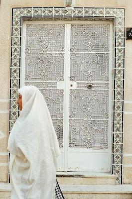 الحايك القيرواني Women+wearing+sifsari+sefsari