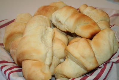 Amelias cookbook lion house crescent rolls i have a cookbook with christmas recipes from the lion house and that is where these rolls come from they were so yummy they were soft and fluffy and forumfinder Gallery