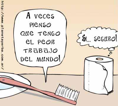 cepilllo de dientes frente a papel higienico