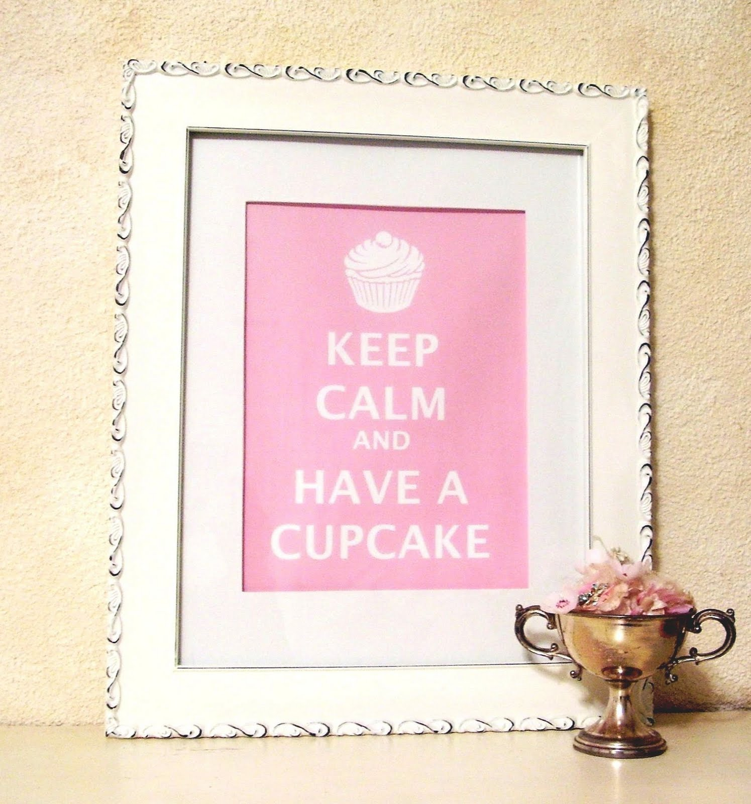 [Keep-Calm-and-Have-a-cupcake]