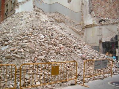 [la+escultura+de+escombros+de+Laura+Almácegui]
