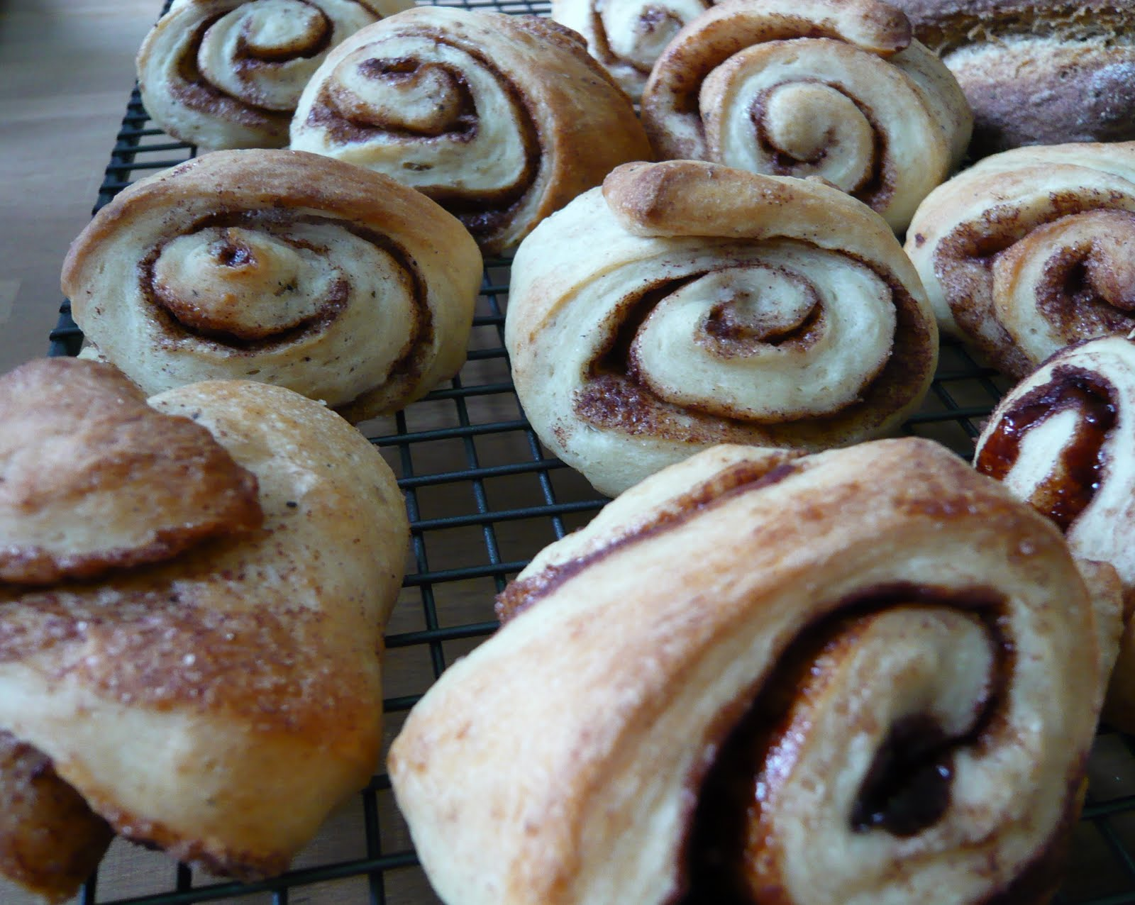 Cake, Crumbs and Cooking: Owl faced Swedish cardamom rolls