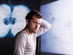 Fringe Promotional Photo - Joshua Jackson as Peter Bishop