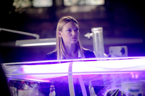 Olivia (Anna Torv) must save the life of a fellow FBI agent in the FRINGE episode 'In Which We Meet Mr. Jones'