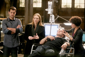 FRINGE: Charlie (Kirk Acevedo, second from R) is hurt after tracking a deadly creature with Peter (Joshua Jackson, L) and Olivia (Anna Torv, second from L) in the FRINGE episode 'Unleashed' airing Tuesday, April 14 (9:01-10:00 PM ET/PT) on FOX. Also pictured: Jasika Nicole (R). ©2009 Fox Broadcasting Co. Cr: Craig Blankenhorn/FOX