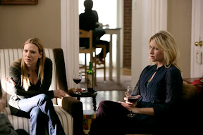FRINGE: Olivia (Anna Torv, L) spends some rare quiet time with her sister Rachel (guest star Ari Graynor, R) in the FRINGE episode 'Midnight' airing Tuesday, April 28 (9:01-10:00 PM ET/PT) on FOX. ©2009 Fox Broadcasting Co. Cr: Craig Blankenhorn/FOX