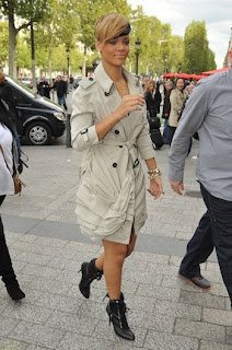 >Rihanna en Burberry à Paris