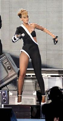 >Fashion Police Please – Rihanna