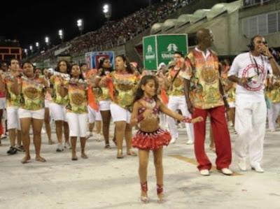 >Polémique: Julia Lira, Reine du Carnaval de Rio à 7 ans