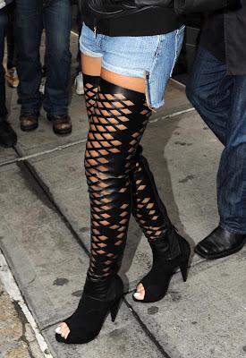 riri6 Rihanna: Serial clubbeuse, shoppeuse et vacanceuse (heuu ca ne se dit pas je crois...)